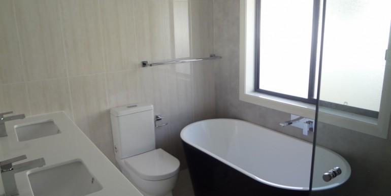 8th Bathroom (1024x768)